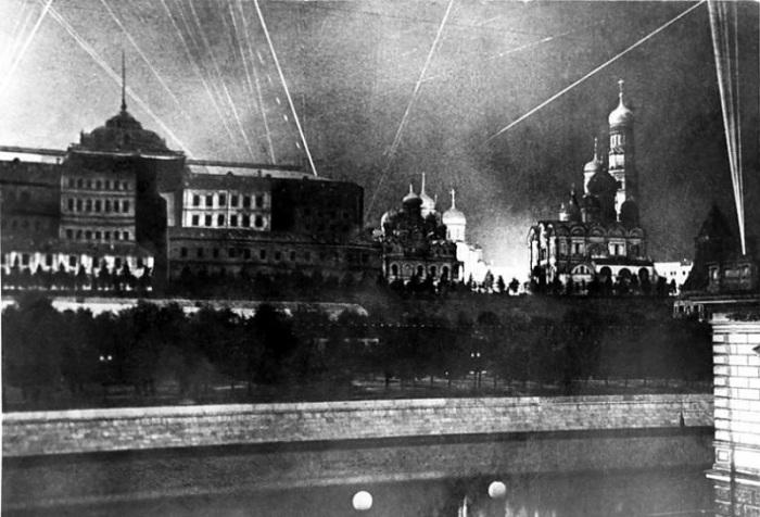 Бомбардировка Москвы. /Фото: moi-goda.ru