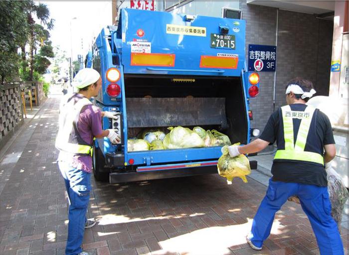 В Японии сборкой мусора чаще всего занимаются не мигранты, а граждане страны. /Фото:ogawa-syoukai.co.jp