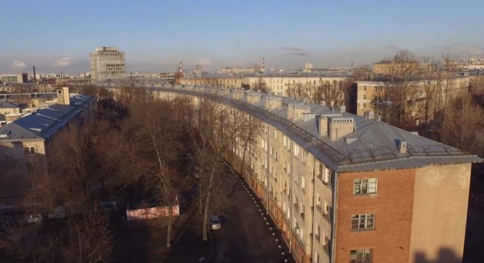 Дом в виде колбасы опередил свое время, но был неудобен. /Фото:the-village.ru