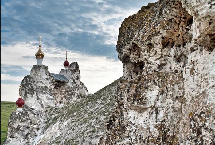Христиане, бежавшие из Византии, часто селились в пещерах. /Фото:kostomarovo.ru