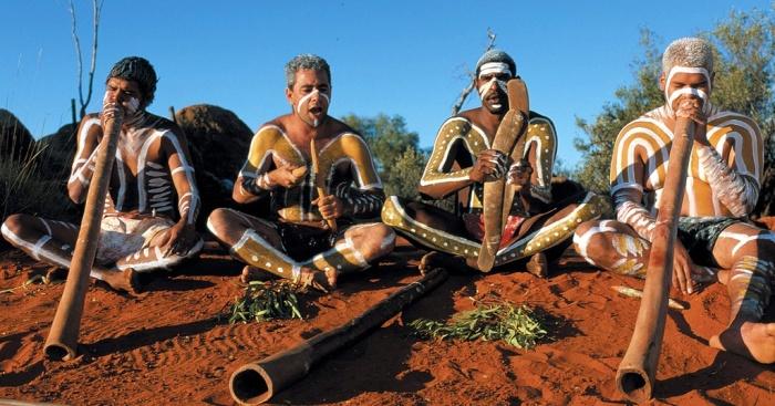 Большая часть аборигенов не обучена грамоте. /Фото:taylrrenee.com