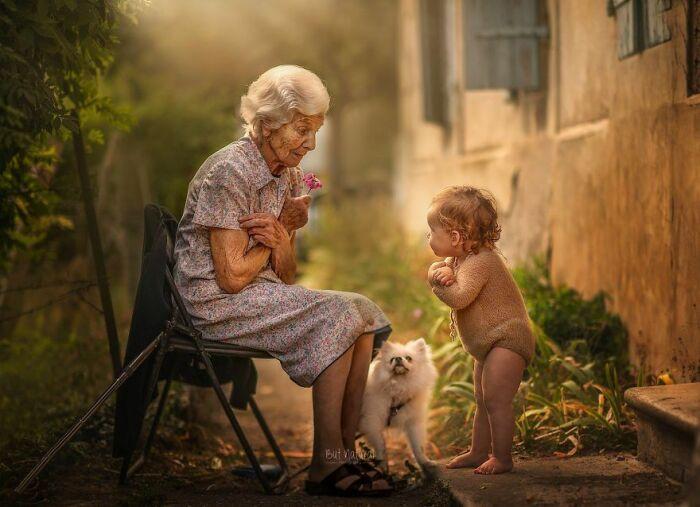 Игра с бабушкой.