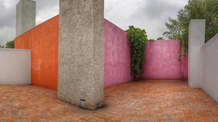 Это похоже на нразноцветный конструктор. /Фото: Виктор Сантакруз,timeout.com