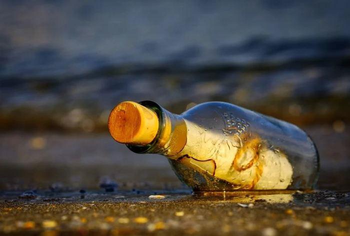 Письма счастья уже не находят в бутылках, но от этого они не перестали быть менее значимыми и таинственными. /Фото:pixabay.com