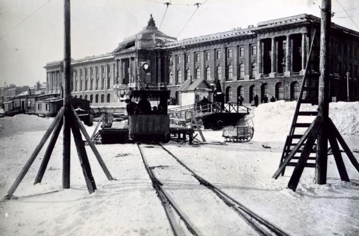 Столбы были вморожены прямо в лёд. /Фото:getmuseum.ru