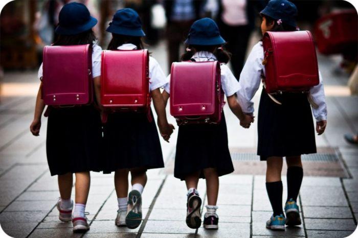 Еще совсем недавно все японские девочки были обязаны ходить с розовыми ранцами. /Фото:asiatrend.org