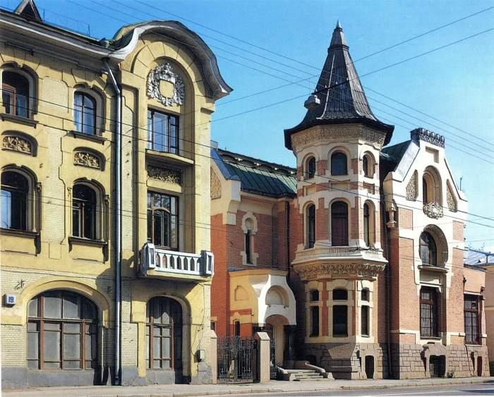 Если приглядеться, можно заметить, что на крыше не хватает знаменитого льва (здание до реставрации). /Фото:vseomoskve.livejournal.ru