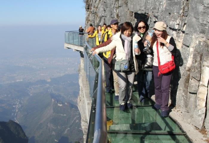 Эта смотровая площадка признана самой страшной в мире. /Фото:o-kitae.ru