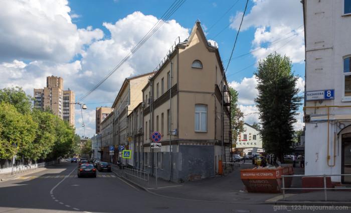 Дом-утюг с надстроенным этажом. /Фото:mediasole.ru