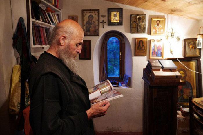 Современное столпничество не так аскетично, как в IV-V веках. /Фото:bigpicture.ru