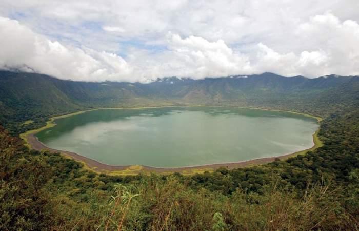 Озеро Нгоронгоро: вид с борта кратера. /Фото:wild-wings-safaris.com