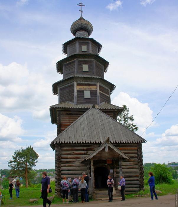 Церковь состоит из ярусов и напоминает пирамиду. /Фото:tourister.ru