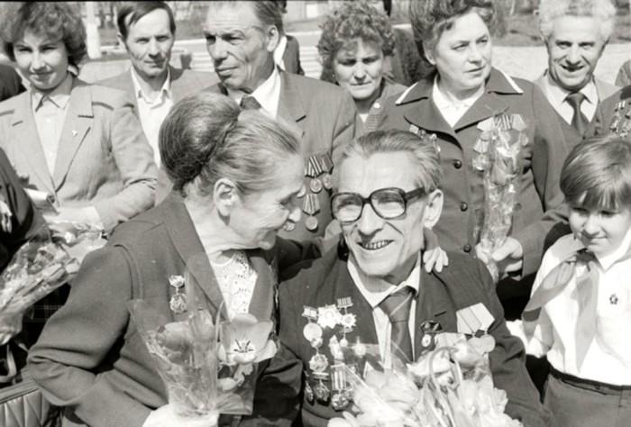 Встреча сыновей и дочерей полков Великой Отечественной войны . Курск, 1985 год О.Сизов
