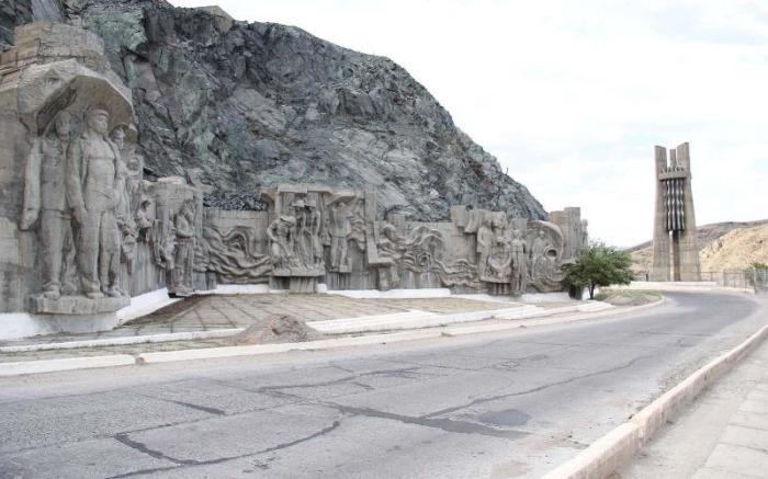 Масштабная работа советских скульпторов. /Фото:kyrgyzstantravel.net