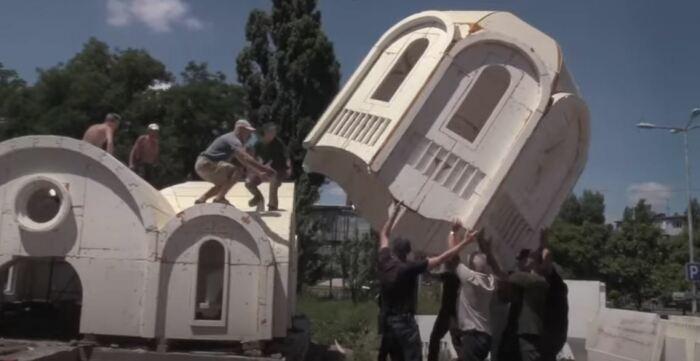 Установка храма. /Скриншот видеозаписи.