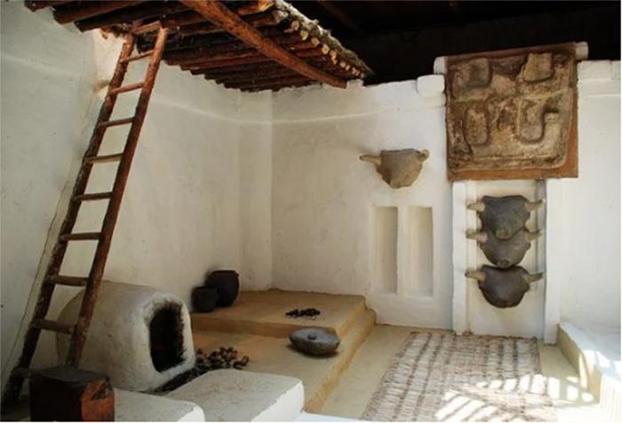 В таких помещениях жили древние горожане. /Фото:Elelicht