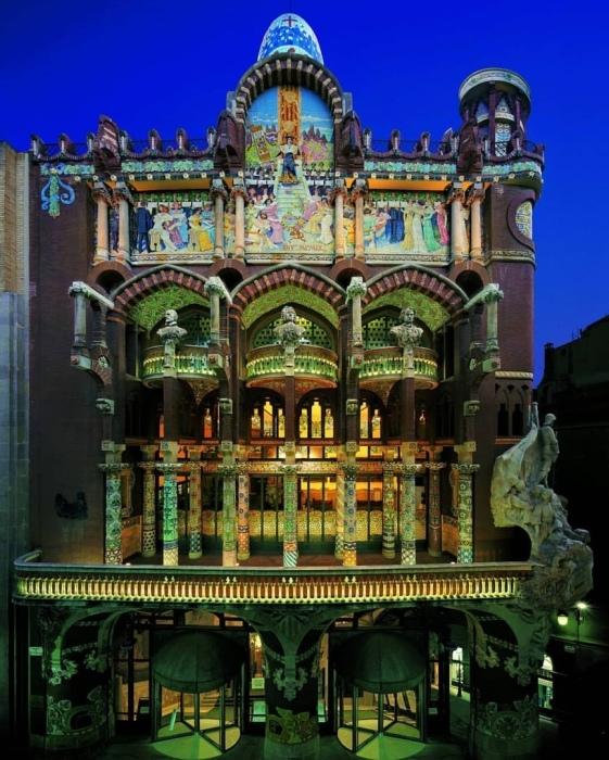 Великолепное здание, украшенное орнаментом./Фото:ucarecdn.com
