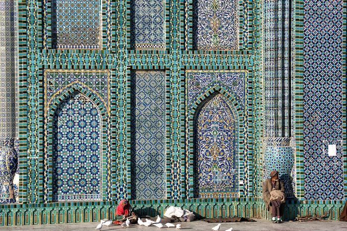 Афганцы уверены, что именно здесь покоится двоюродный брат Мохаммеда. А еще это самая красивая мечеть Афганистана. /Фото:ggpht.com
