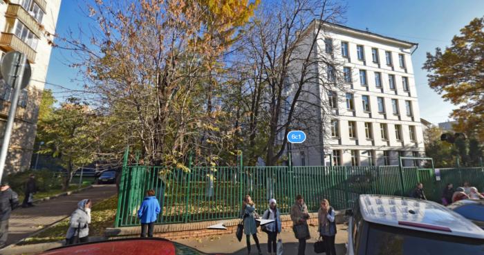 Школа в наши дни. /Фото: с портала «Яндекс-Карты»