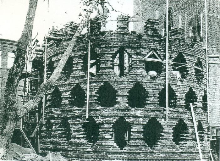 Строительство здания. /Фото:wikiarquitectura.com
