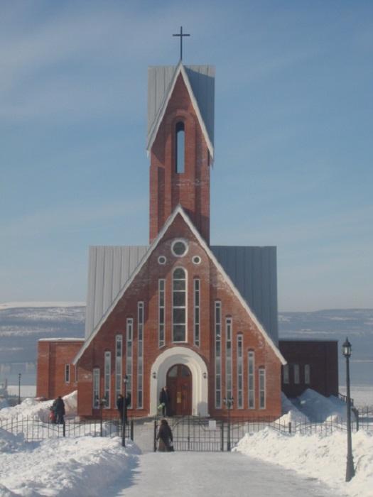 Храм на фоне северных снегов. /Фото:architects.d3.ru