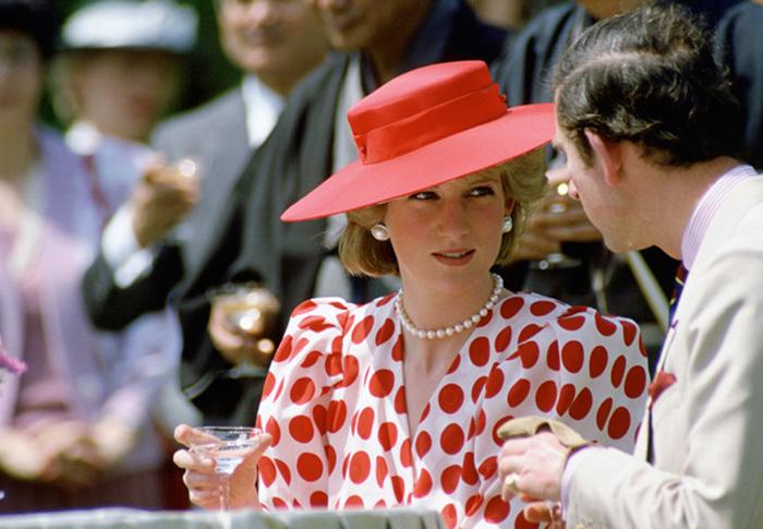 Крупный горох в стиле Дианы - это модно. /Фото:interesnoznat.com