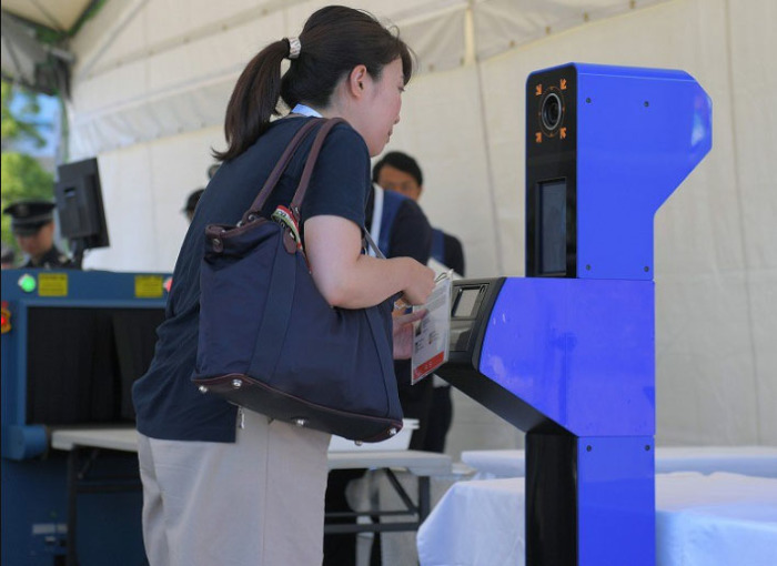 Так выглядит система распознавания лиц при входе на олимпийский объект. /Фото:mainichi.jp