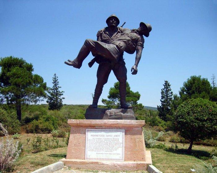 Памятник неожиданному милосердию к врагу выглядит невероятно трогательно. /Фото:themonthly.com.au
