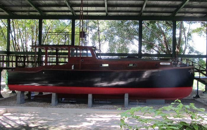 В парке возле дома стоит катер, на котором писатель выходил в море порыбачить. /Фото: flickr.com