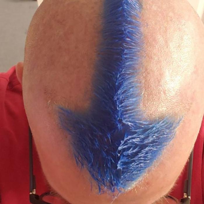 Этот дедушка тоже подстригся явно со смыслом. Такая татуировка была у юного героя мультика «Аватар: легенда об Аанге»