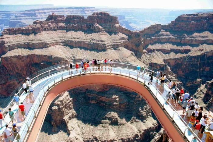 Небесная прогулка не для слабонервных. /Фото:livejournal.com