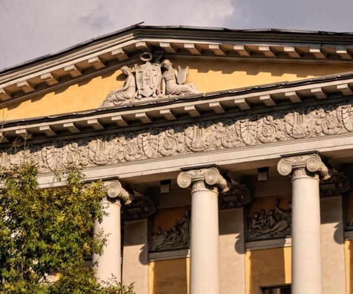 Фрагмент фасада главного здания. /Фото:msmap.ru