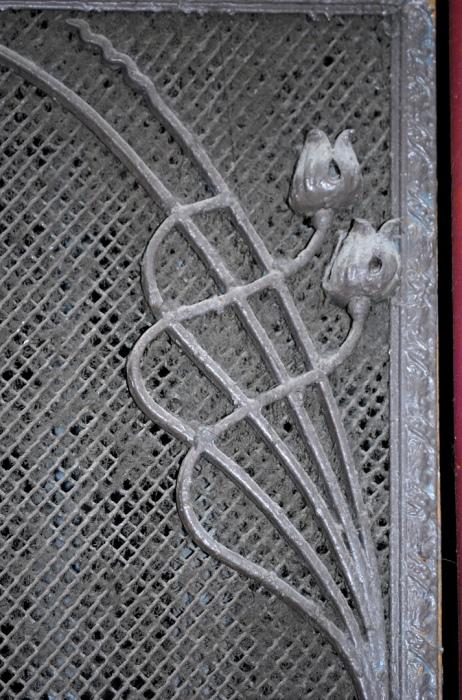 Фрагмент украшения шахты лифта. /Фото: Фото: Сергей Васильев, vk.com