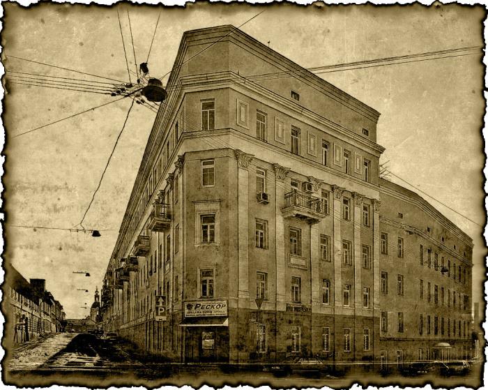 Дом стал утюгом уже после того, как здесь жили Свиньины. Но память о прежних владельцах осталась. /Фото:lifeisphoto.ru