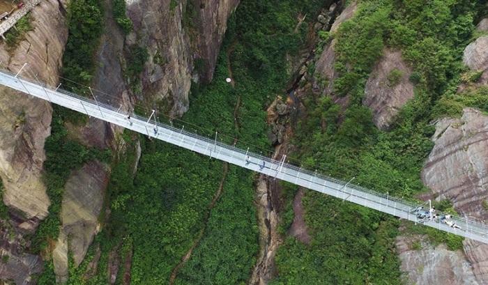 Самый длинный в мире мост страха. /Фото:flytothesky.ru