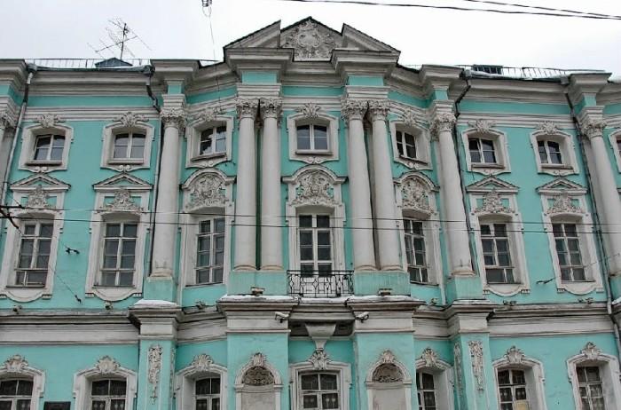 Московское здание в стиле Растрелли. /Фото:vipgeo.ru