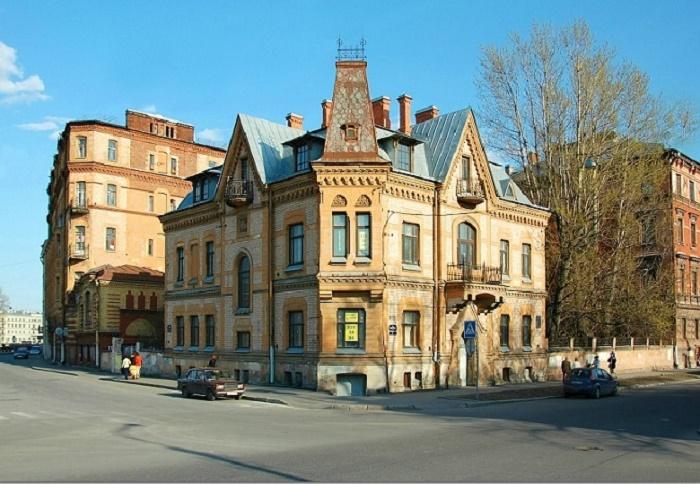 У особняка есть черты и готики, и неоренессанса. /Фото:cityspb.ru