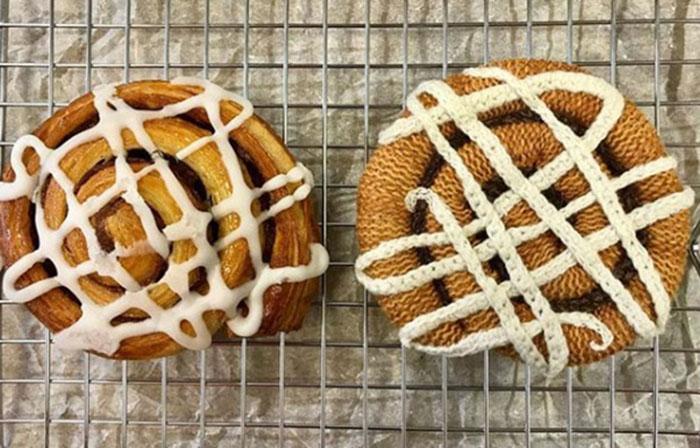 Работа над текстильной пекарней идет полным ходом. Слева оригинал, справа - копия. /Фото со странички Кейт в Instagram