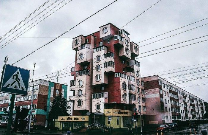 У дома весьма оригинальный вид даже для нашей эпохи. /Фото:golos.io