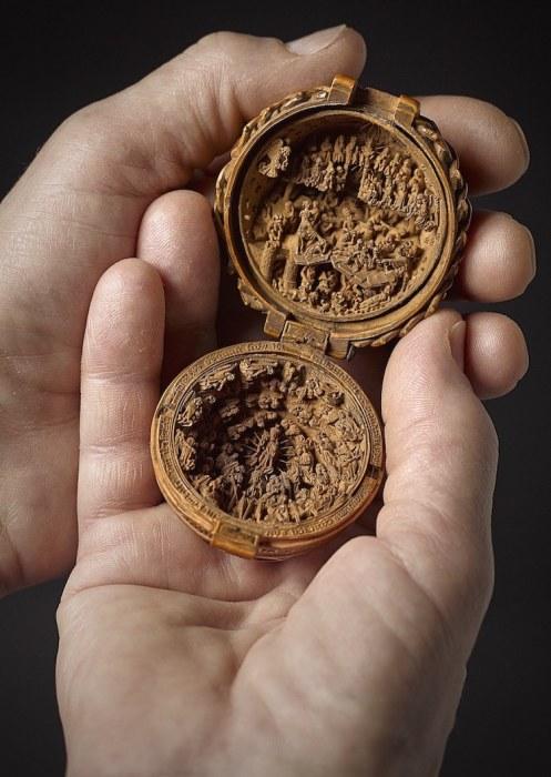 Так называемый молитвенный орех по размеры действительно не больше обычного ореха. /Фото:mymodernmet.com