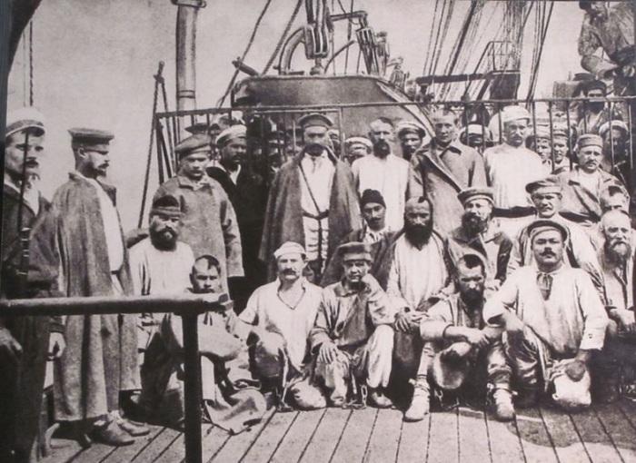 Группа каторжан судна добровольного флота в пути на Сахалин
