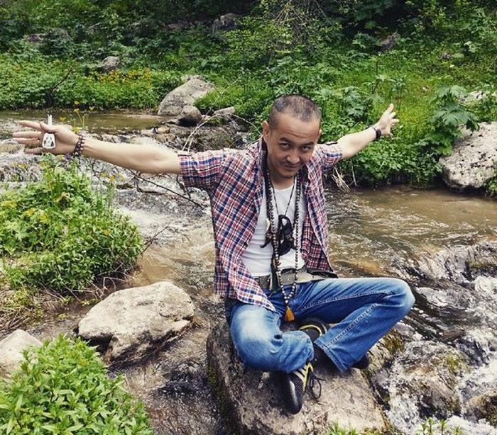 Современный казахский баксы Ховаган Тобет Кам. /Фото:asiarussia.ru