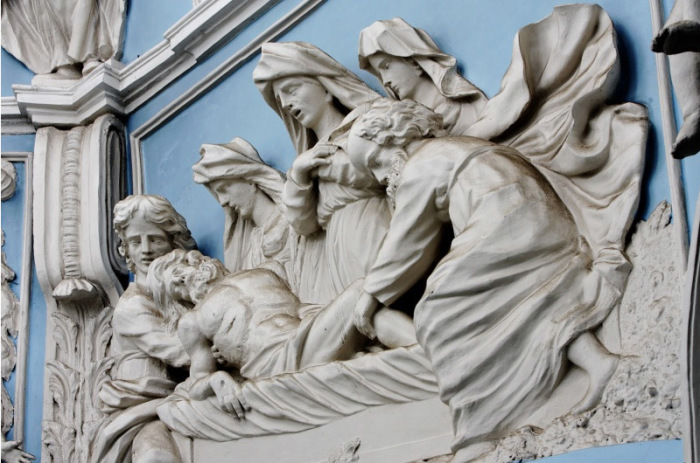 Скульптуры храма. /Фото:dubrovitsy-hram.ru