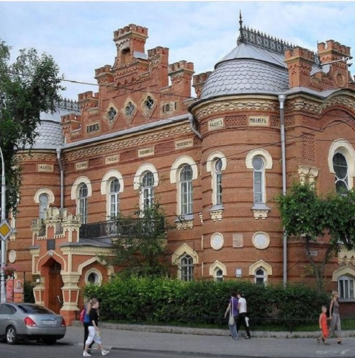 Здание музея, напоминающее дворец. /Фото:@s_privetom_iz
