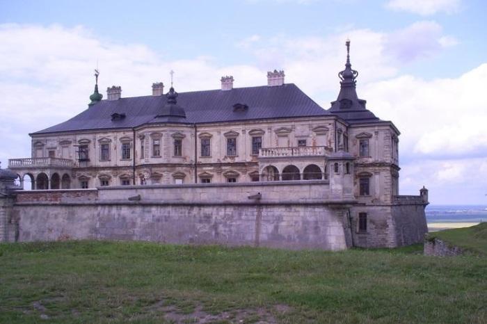 Реставрация столь большого замка занимала годы. Фото:temaretik.com