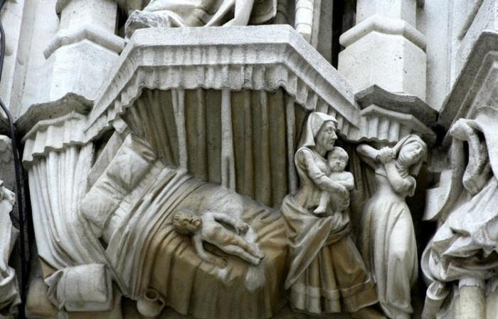 У подножья крупных, величественных скульптур расположены более мелкие, и это целые сценки. Фото:turbina.ru