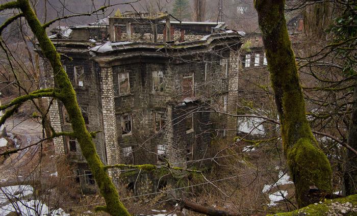 Кавказская Припять Акармара. Как райский поселок за год превратился в город-призрак