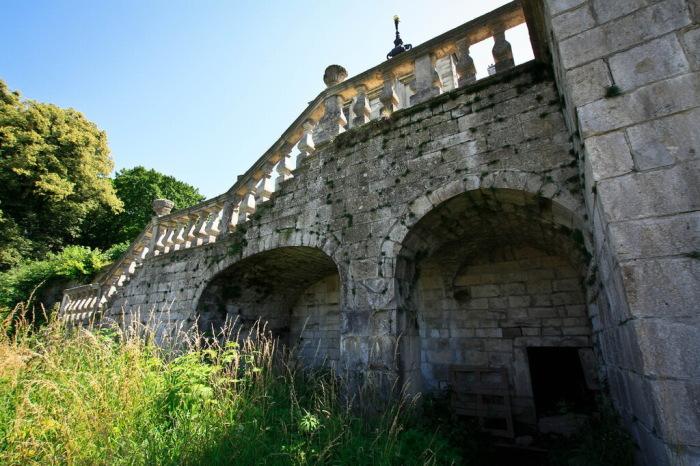 Замок, способный держать оборону, построили много веков назад. /Фото:alexdoomer2009.livejournal.com
