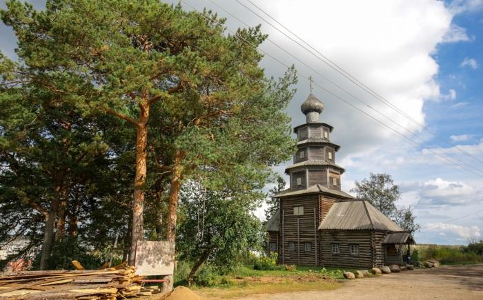 Единственная сохранившаяся в городе деревянная церковь. /Фото:towntravel.ru