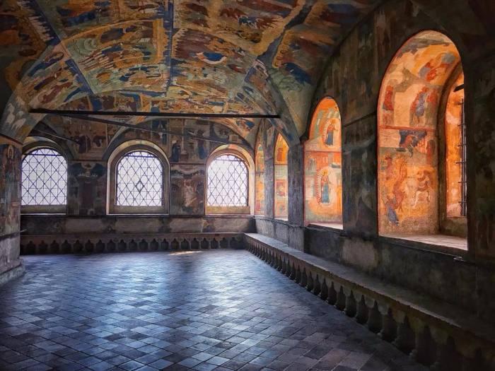 Богатая внутренняя роспись, аналога которой нет ни в одном храме.